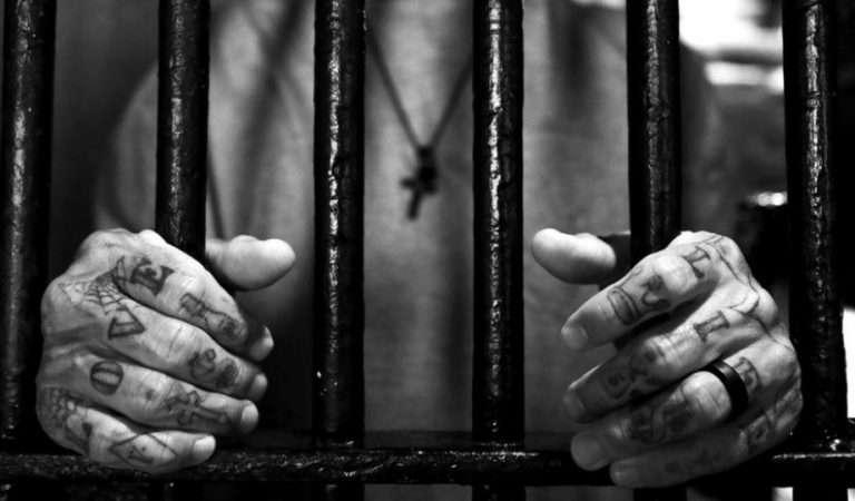 Να είσαι ερωτευμένος, όχι φυλακισμένος!